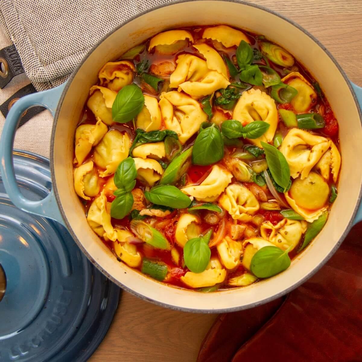 Kyllingsyppe med tortellini