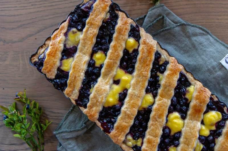 Blåbærpai med vaniljekrem