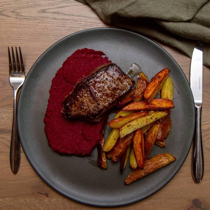 Ytrefilet med rødbetpuré og ovnsbakte poteter