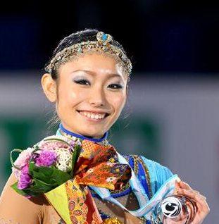安藤美姫がインスタグラムに旦那候補のフェルナンデスと娘の3人で画像をアップ