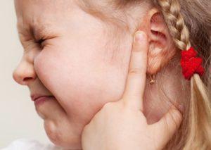 У ребенка покраснело ухо и припухло