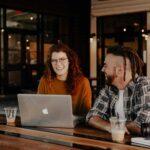 Cómo mejorar las habilidades auditivas para una comunicación eficaz en el lugar de trabajo