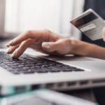 Esta nueva tarjeta de crédito ayuda a pagar los préstamos estudiantiles. ¿Vale la pena?