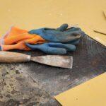 Use una plancha para quitar fácilmente el piso de vinilo