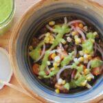 Puedes hacer un aderezo para ensalada sorprendentemente cremoso con calabacín crudo