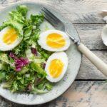 Deberías comer ensaladas para el desayuno (espera, no te vayas)