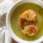 Cómo hacer una sopa cremosa de verduras veganas