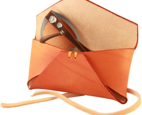 Brilleetui i kernelæder - i farven tan - håndlavet af Det Lille Læderi