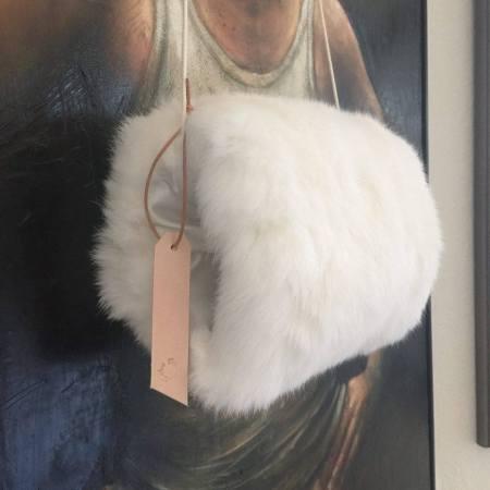 Hvid muffe kanin fra Det Lille Læderi