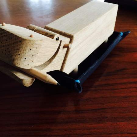 Læderbakke med sjov flodhest til skrivebordet Det Lille Læderi