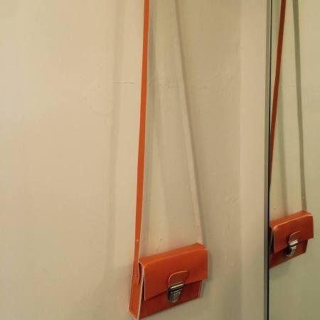 Sonja håndsyet orange kernelædertaske fra Det Lille Læderi