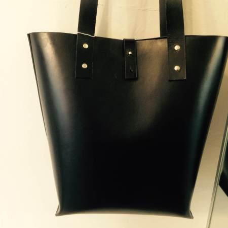Tote håndsyet sort kernelædertaske fra Det Lille Læderi 12