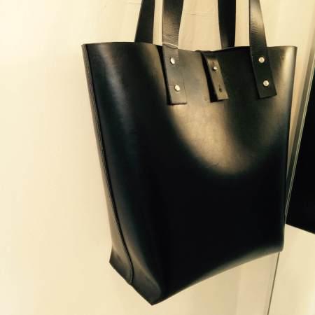 Tote håndsyet sort kernelædertaske fra Det Lille Læderi 16