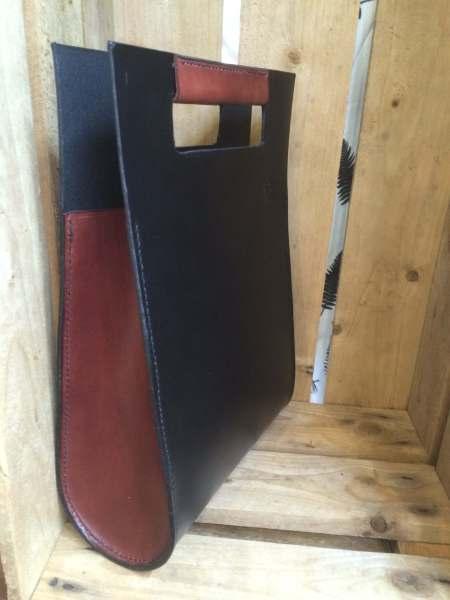 Thyra med brunt håndtag og sider 1 - Det Lille Læderi