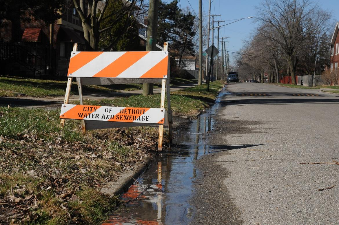 city of detroit orange and white sign denoting sewage problems