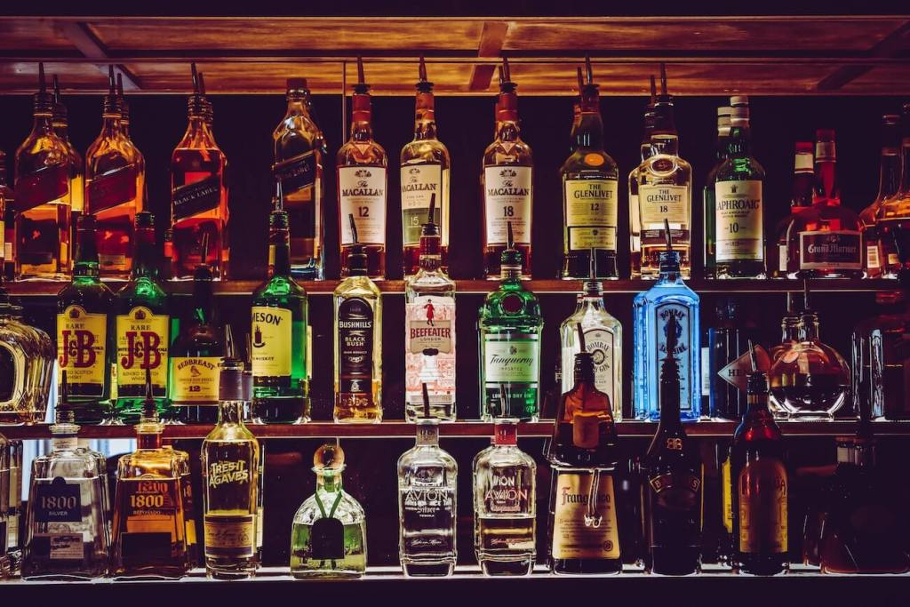michigan bars closed