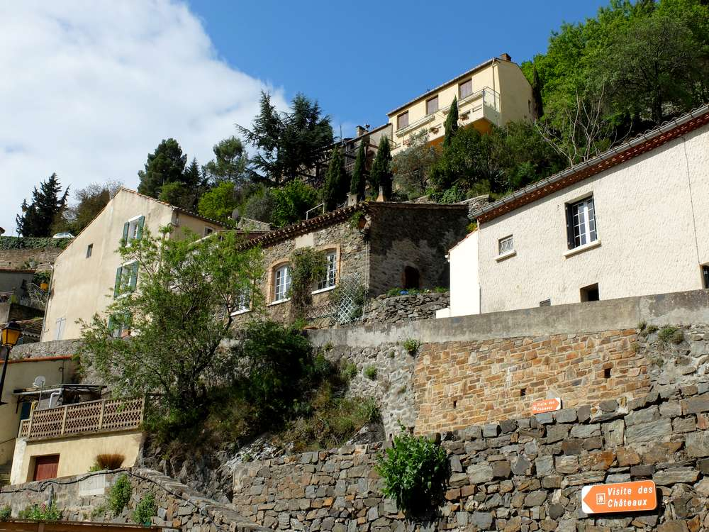 village-lastours-maisons_blog detours du monde