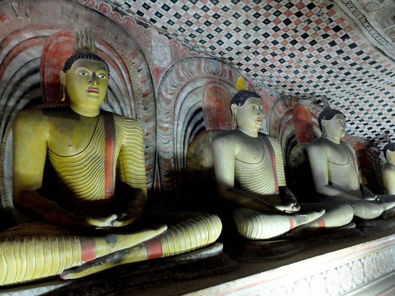 buddhas dambulla sri lanka