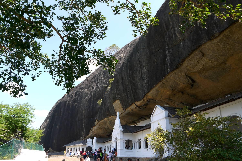 golden rock temple dambulla