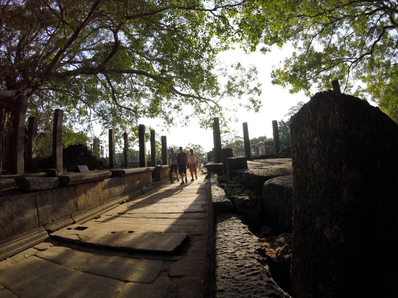 polonnaruwa ruines sri lanka