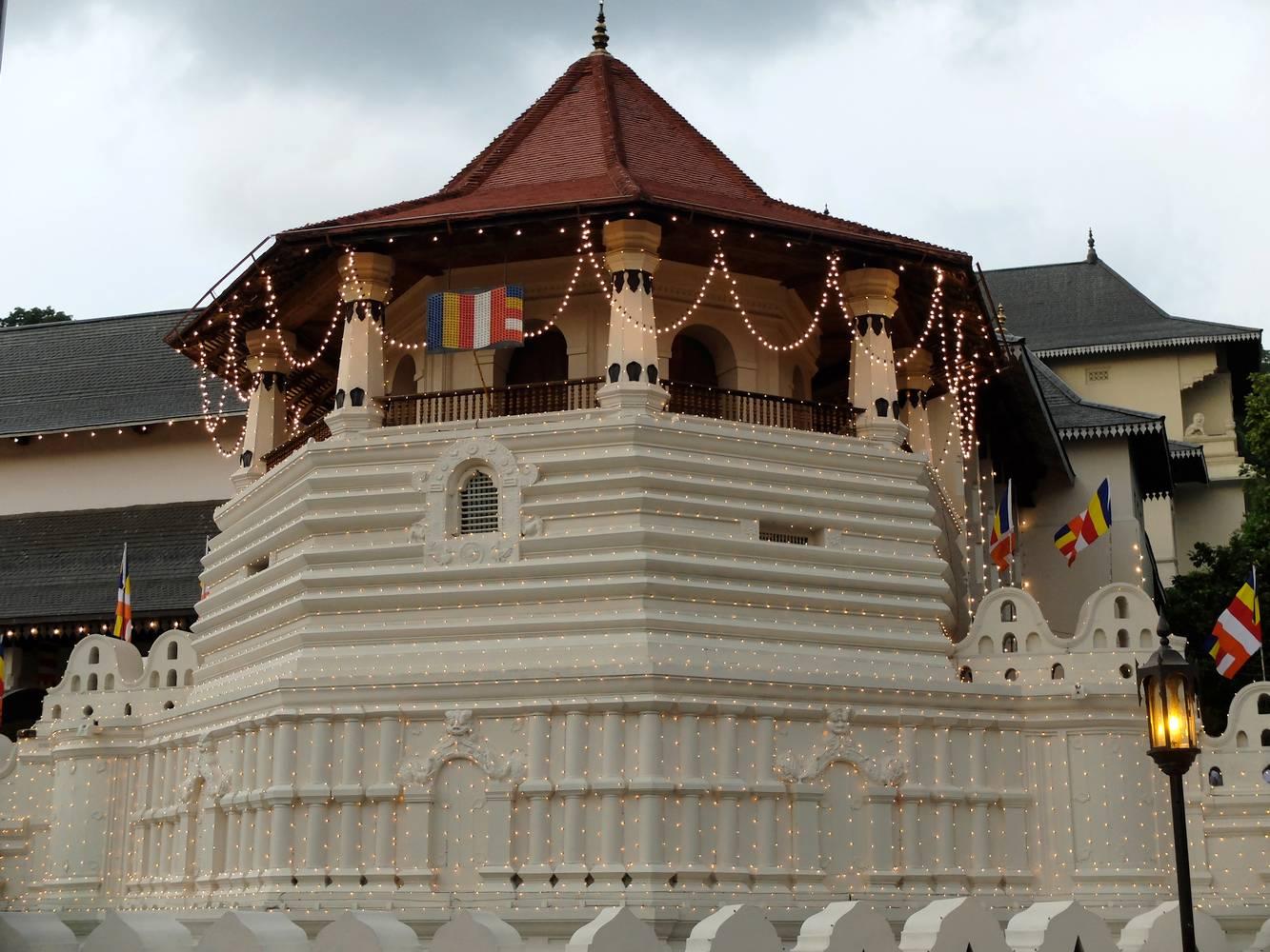 kandy temple dent sri lanka