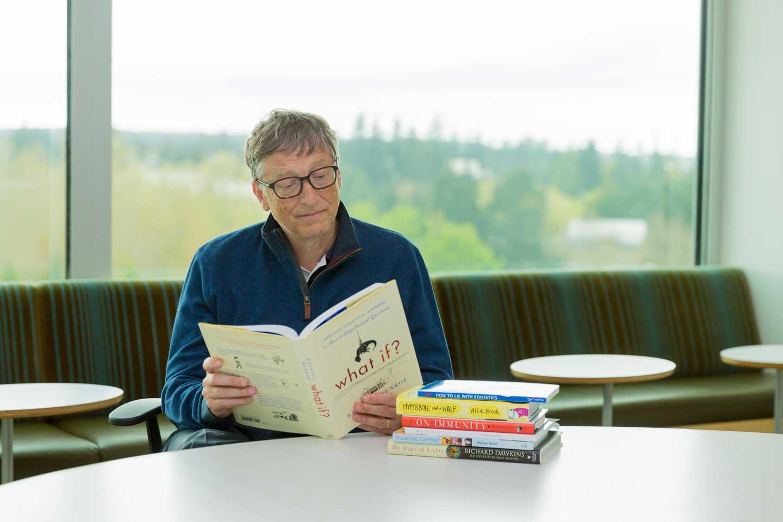 Bill gate đọc sách