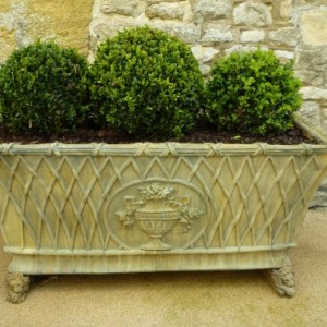 1_tuscan-planter--worcestershire