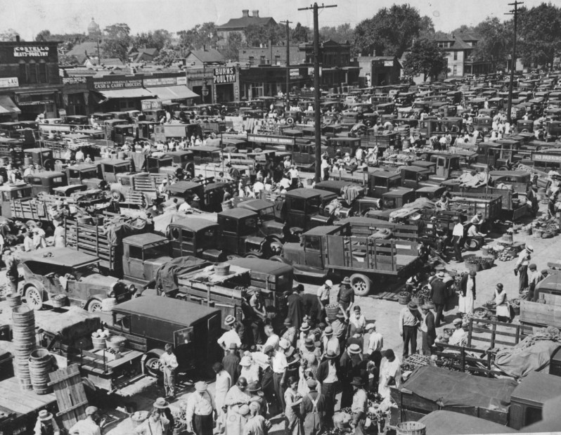 Detroit's Eastern Market, September 10, 1932. Courtesy Detroit News, Walter P. Reuther Library Archives of Labor and Urban Affairs, Wayne State University.