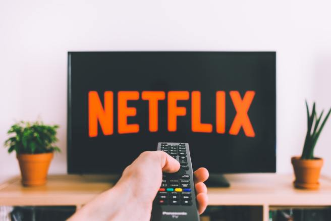 DATE NIGHT WITH NETFLIX. PHOTO PEXELS
