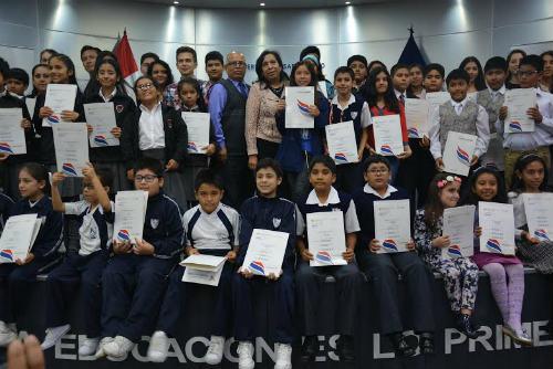 ninos-y-jovenes-reciben-certificacion-internacional-cambridge-en-ucv