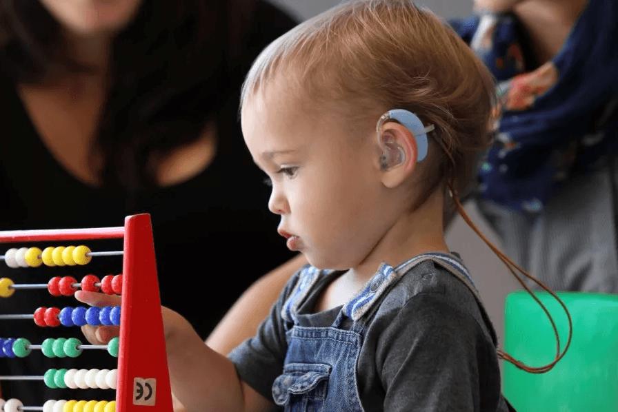 Слух ребенка: как понять, что малыш плохо слышит