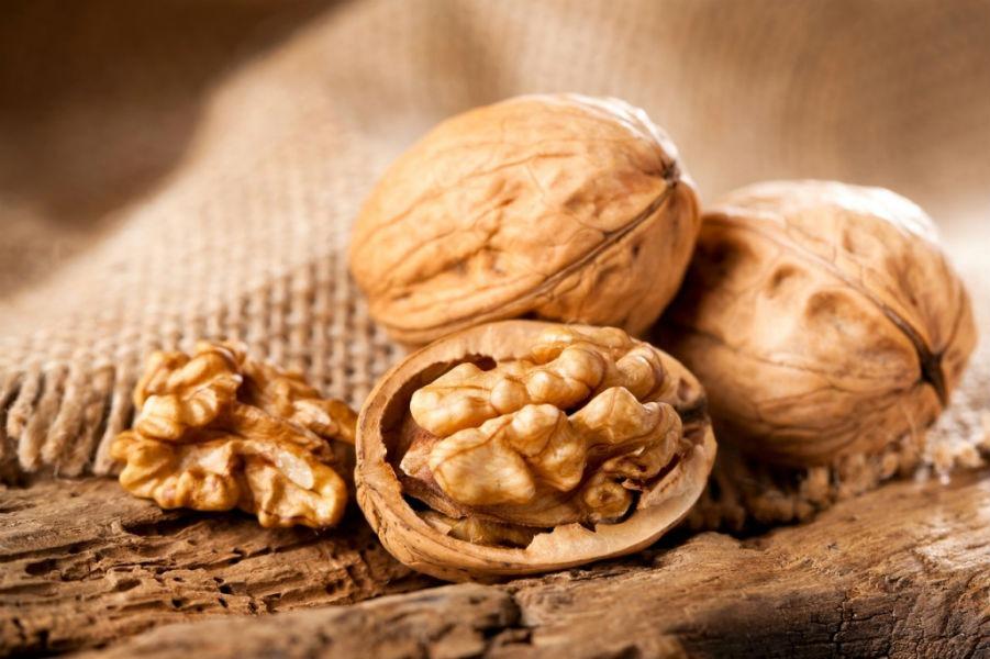 Польза грецкого ореха для организма. Когда его можно предложить детям?