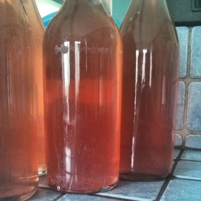 Syrensaft på flaske