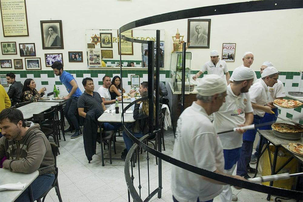 Antica Pizzeria da Michele. pizzeria Napoli