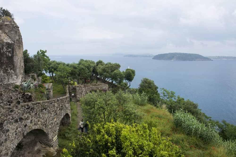 Utsikt mot Procida fra Castello Aragonese