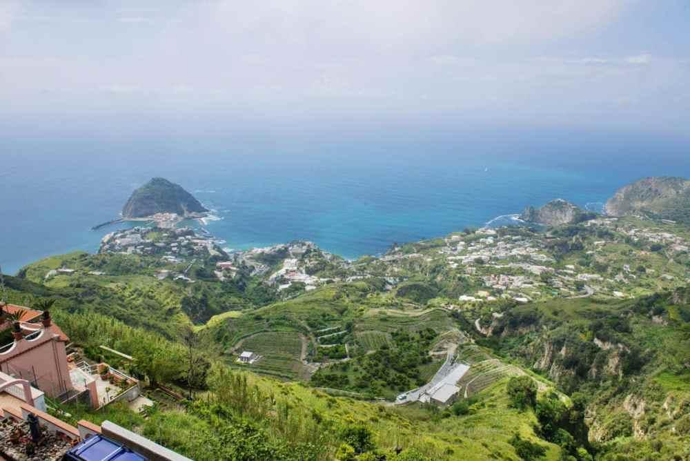 Utsikt på Ischia i Napolibukten
