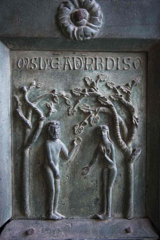 relieffer på dør i Katedralen i Monreale