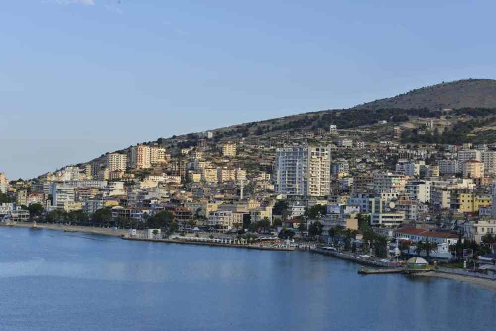 Saranda by i Albania
