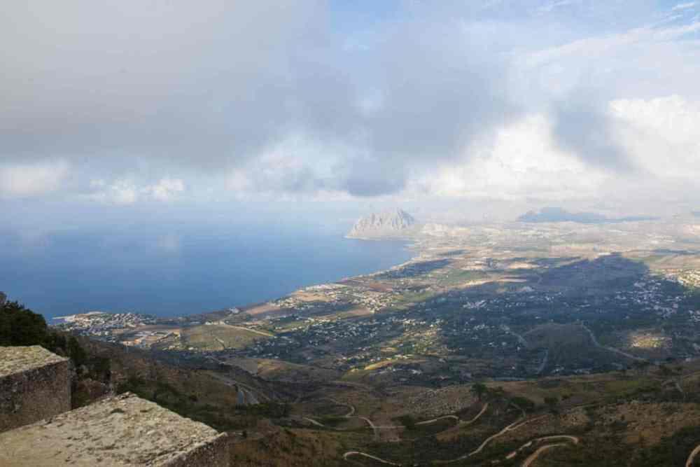 Utsikt fra Erice med Punta del Saraceno