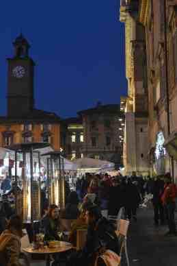 Uteservering på Piazza Prampolini i Reggio Emilia
