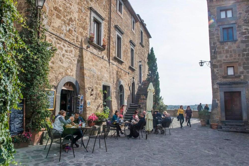 Utekafe i Civita di Bagnoregio