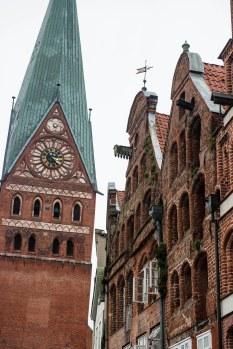 Sant Johanniskirche og gamle hansahus i Lüneburg