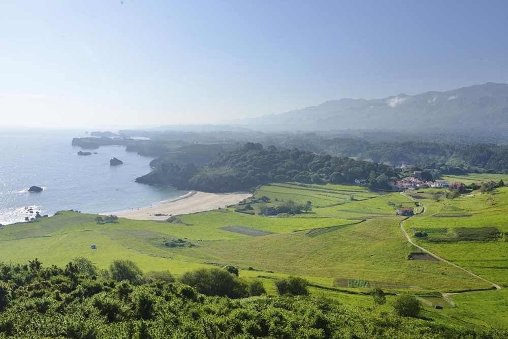 Strand i Asturias til sak om sommerferietips