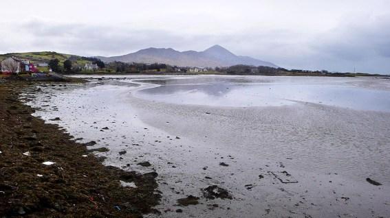 Silhuetten til fjellet Croagh Patrick på Irland