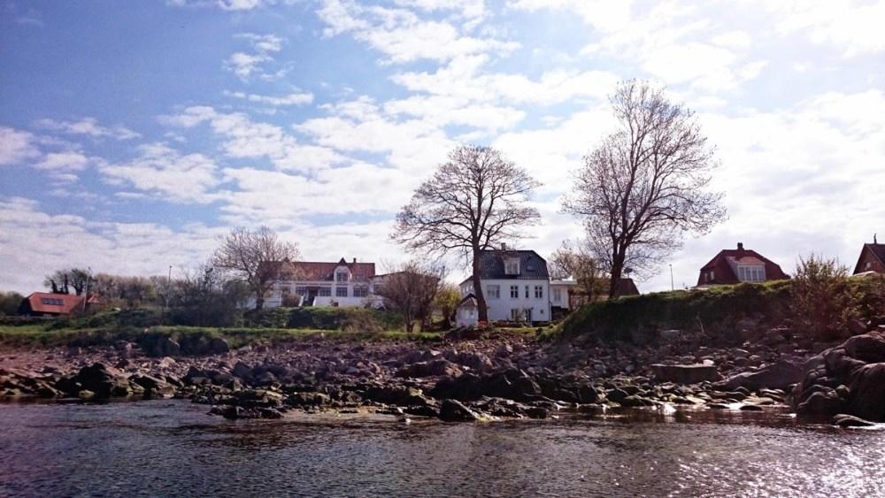 Villaer langs sjøen på Bornholm