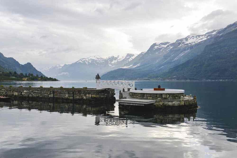 Øy i Sørfjorden som tilhører Hotel Ullensvang