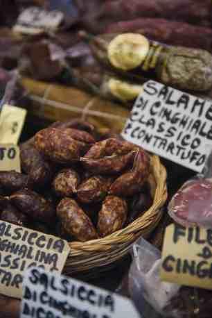 Italienske pølser i en butikk i Orvieto