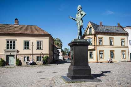 Statuen av Fredrik II på torvet i Gamlebyen