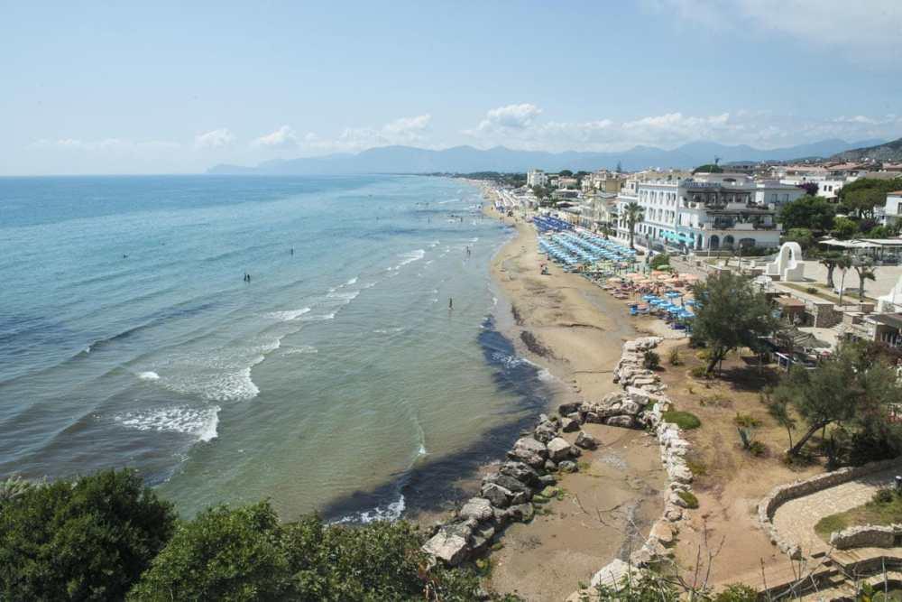 Ponente-stranda i badebyen Sperlonga sør for Roma.