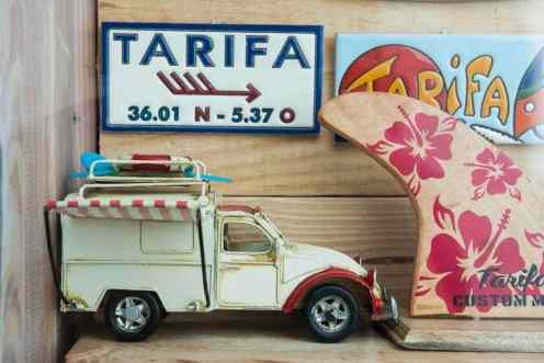 Suvenirer fra surfebyen Tarifa i Andalucia